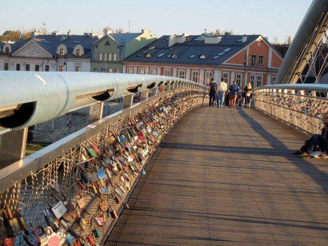 Pedestrian-only bridge