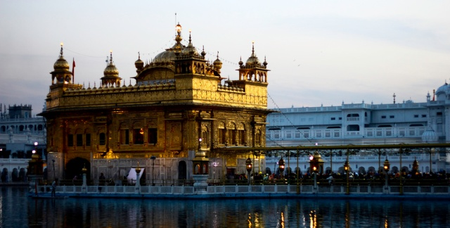 The Golden Temple, Amritsar. Photo by sam_walz. Flickr Creative Commons.