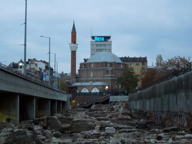 Roman ruins unearthed near a mosque